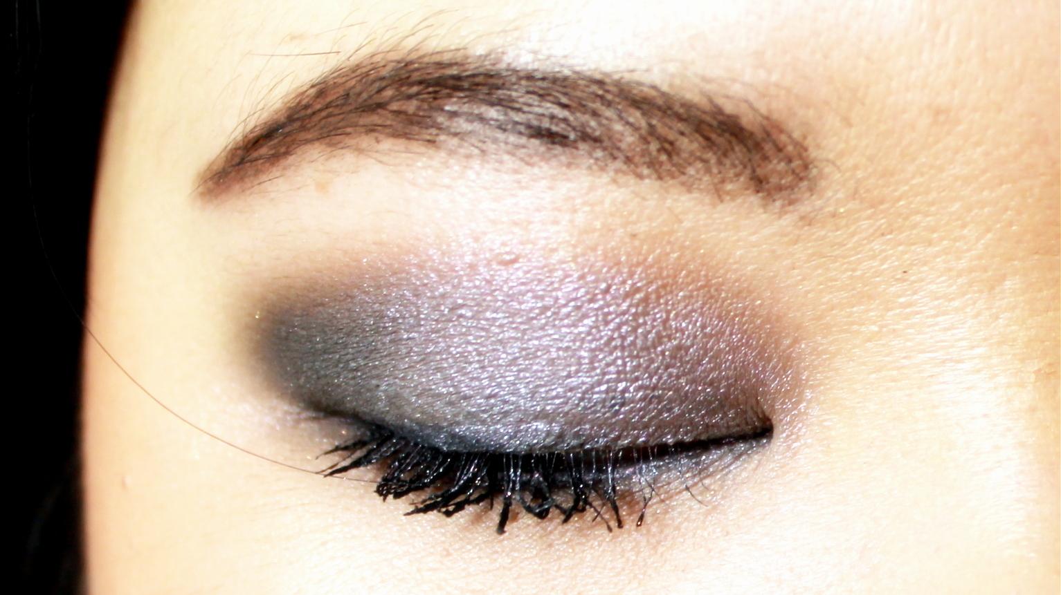 Flashback Silver op ooglid - MAC Smut in buitenste ooghoek - MAC Cork in de crease