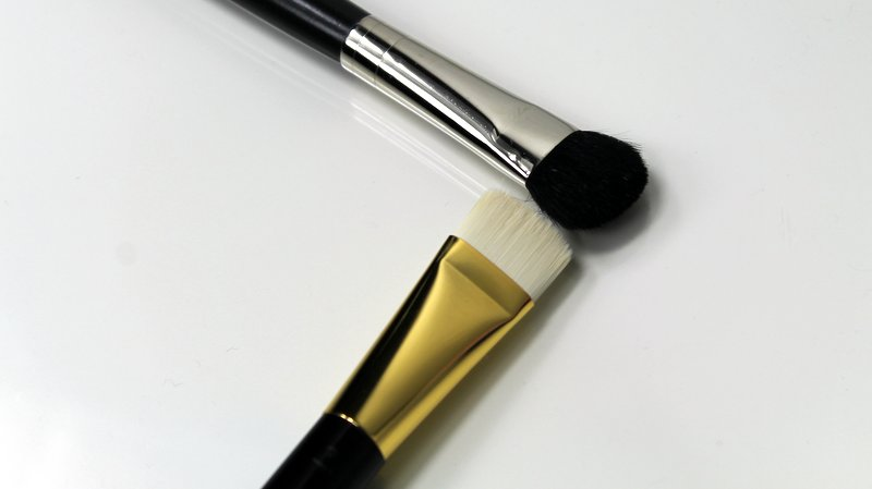 Tom Ford Shade and Illuminate brush vs MAC 227 Eye brush
