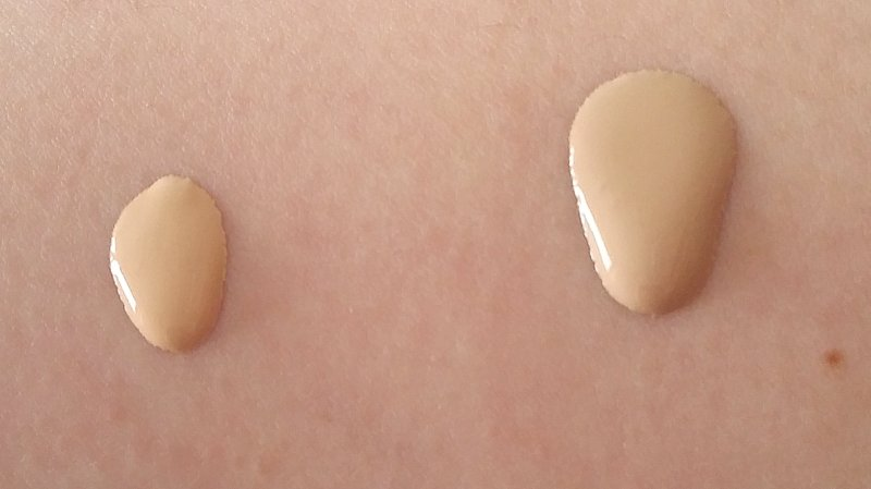 Links: Chanel Perfection Lumière 20 - Rechts: Chanel Perfection Lumière Velvet 20
