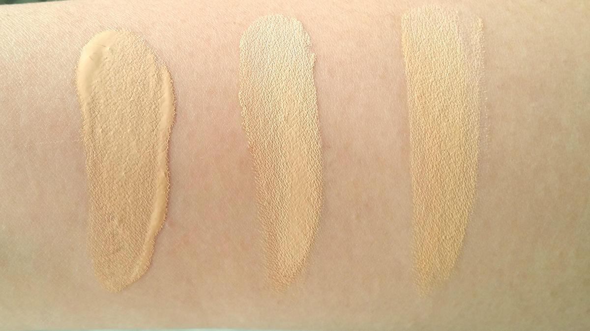 Van links naar rechts: YSL Le Teint Touche Eclat BD20 - NARS Sheer Glow Deauville - MAC Moisture Cover NC20